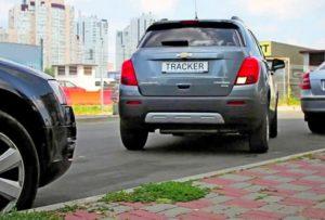kak-nauchitsya-parkovatsya-zadnim-xodom-mezhdu-avtomobilyami (1)