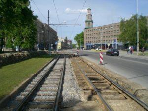 Как нужно выполнять разворот на трамвайных путях